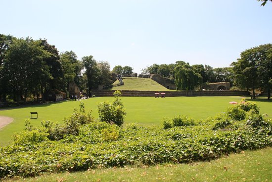 Pontefract Castle: hill mound