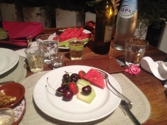 Agreco Farm : fruits, vin blanc frais et raki !!
