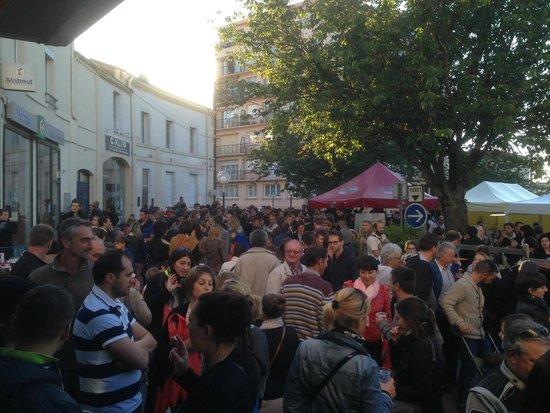 Bar des Artistes: le monde a la fête de la sardine 2014