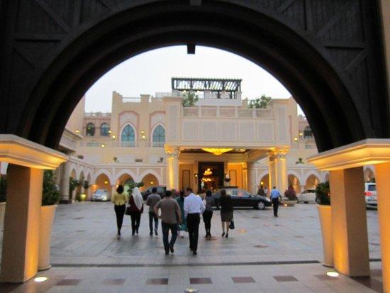 Shangri-La Hotel, Qaryat Al Beri, Abu Dhabi: main entrance