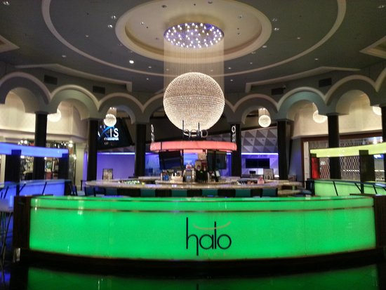 Planet Hollywood Resort & Casino: One of the many bars!