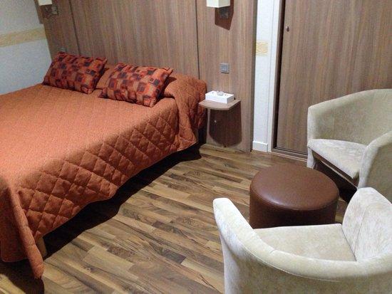 Hotel-restaurant Du Causse: Grande et belle chambre propre