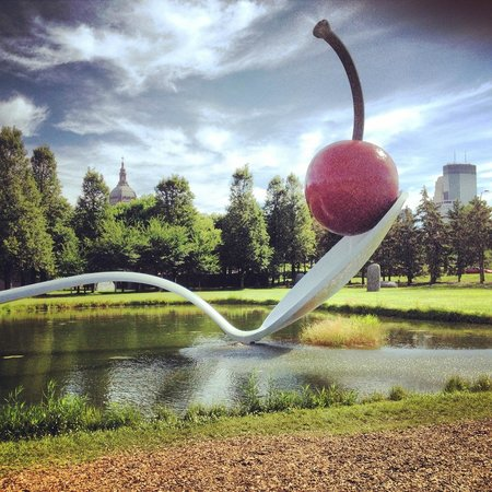 Minneapolis Sculpture Garden: Cherry and Spoon at Minneapolis Sculpture Art park