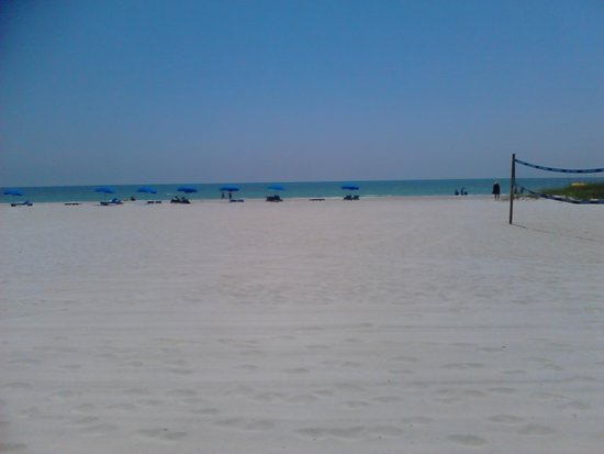Barefoot Beach Hotel: Playa