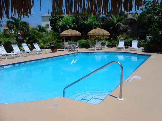 Barefoot Beach Hotel: Pileta