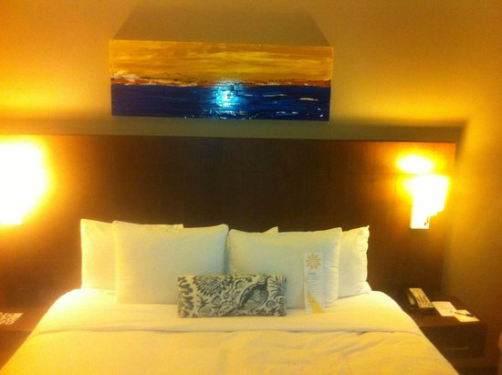 Hotel Urbano: Cozy single room w/ king size bed