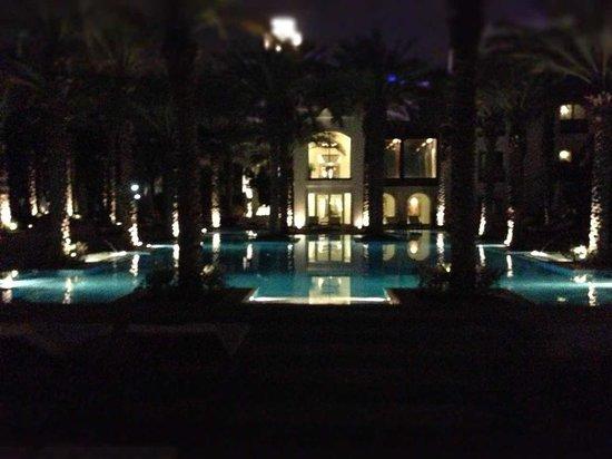 Park Hyatt Dubai: ночной бассейн