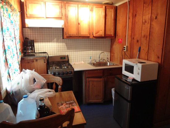 BRB Crystal River Resort: kitchen in cabin