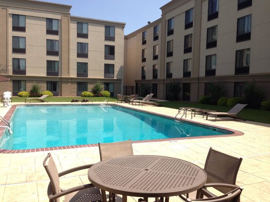 Holiday Inn East Windsor - Cranbury Area: Pool