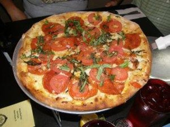 """Gruene Inferno's Wood Fired Pizza: Our """"prized"""" Pizza"""