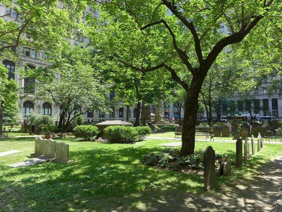 Trinity Church : 墓園