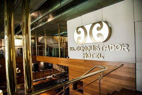 El Conquistador Hotel: Lobby Bar
