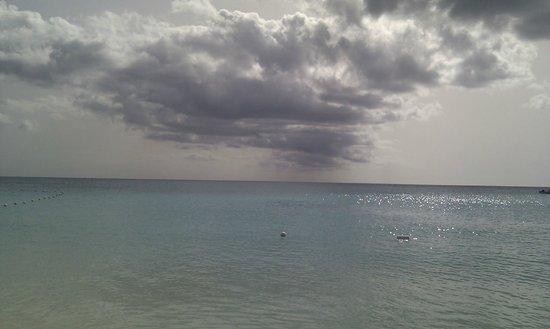 Jolly Beach Resort & Spa: endless beach