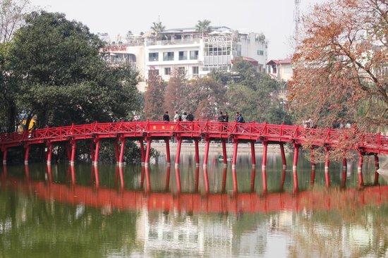 Lake of the Restored Sword (Hoan Kiem Lake): Closeup of the Sunbeam Bridge leading to Jade Mountain Temple