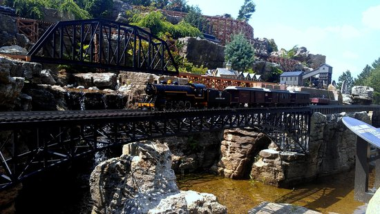 Taltree Arboretum and Gardens: Railroad Garden