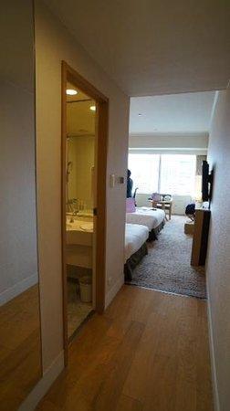 Hilton Fukuoka Sea Hawk: our twin room