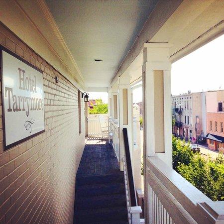Hotel Tarrymore balcony porch
