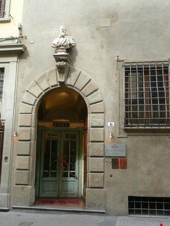 Palazzo dal Borgo Hotel Aprile : portone d'ingresso