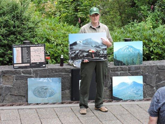 Mount St. Helens Visitor Center: Excellent Talks