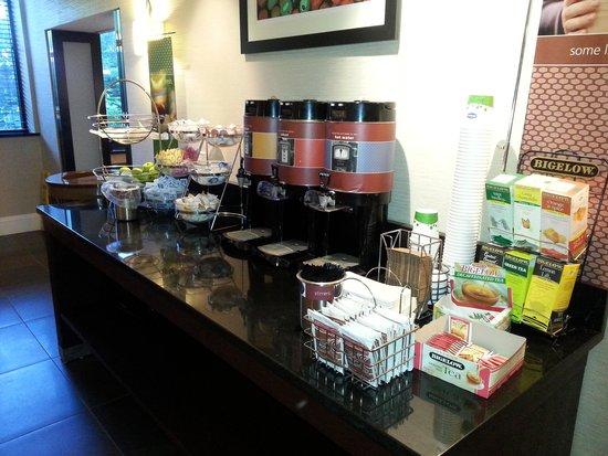 Hampton Inn Danbury: Buffet petit déjeuner gratuit