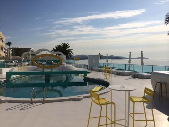 Santos Ibiza Coast Suites: Early morning before all the action