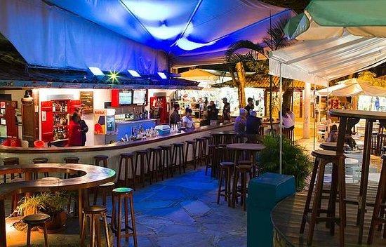 Chez Michou Creperie: Vista de dentro do restaurante