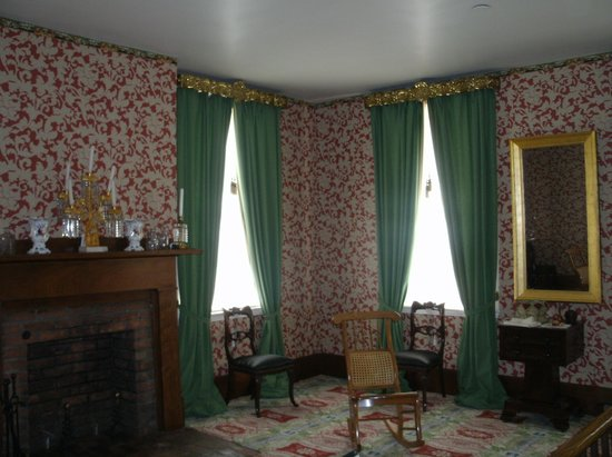 Lincoln Home National Historic Site: Living Room or Parlor