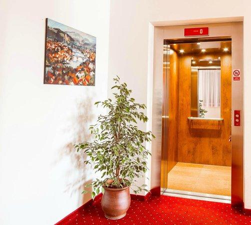 Elevator Hotel Bau