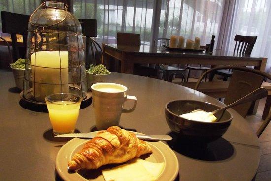 Campanile Saint Germain En Laye : Breakfast from the buffet.