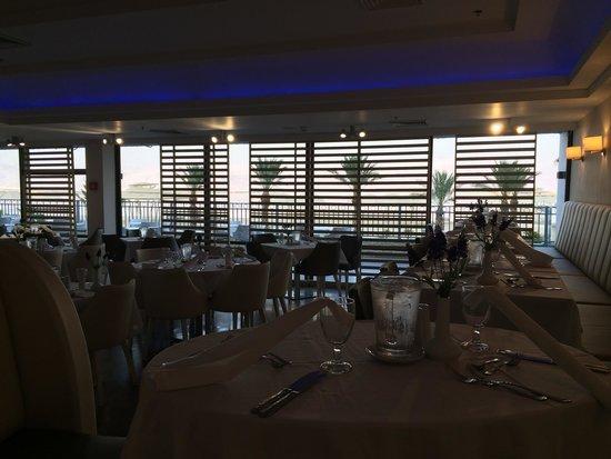 Herods Hotel Dead Sea: חדר האוכל המפנק