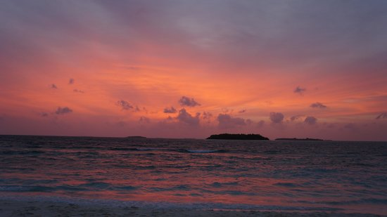 Reethi Beach Resort: first day of sunset