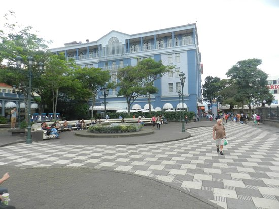 Gran Hotel Costa Rica: The hotel as seen from the street
