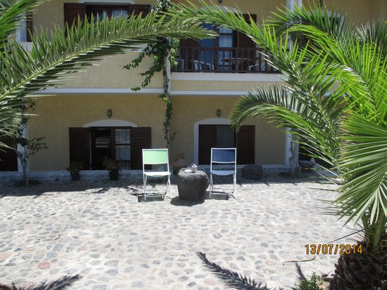 Santa Elena Hotel: Outside area