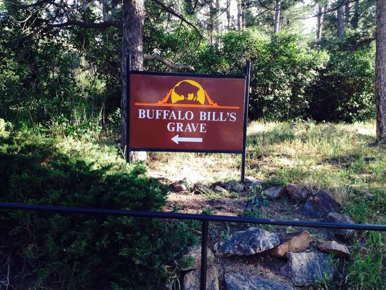 Lookout Mountain : The walk to Buffalo Bill's Grave