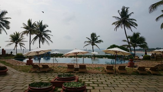 Vivanta by Taj - Fort Aguada, Goa : Pool side
