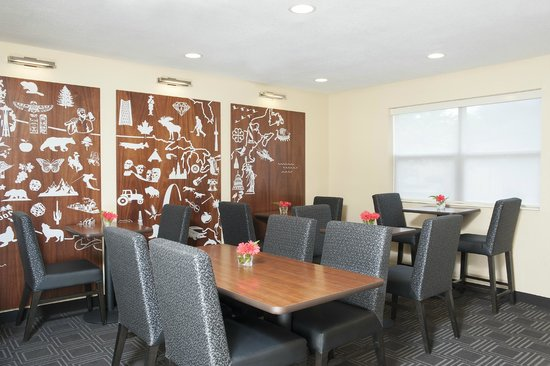 TownePlace Suites Indianapolis Keystone: Brand New Breakfast Room