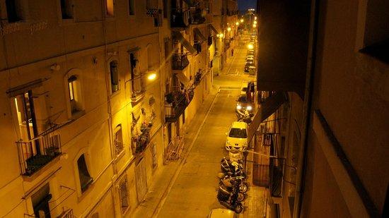 Banys de Mar - Apartamentos Barceloneta: Udsigt fra vores værelse om aftenen