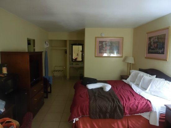 Flagship Inn: King room