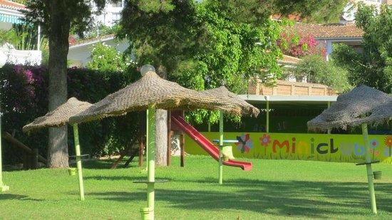 Hotel San Fermin: Jardín Piscina
