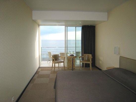 Hôtel Cala Di Sole : La camera 23 appare spoglia, ma la vista è bella