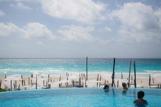 ME Cancun : Adult pool