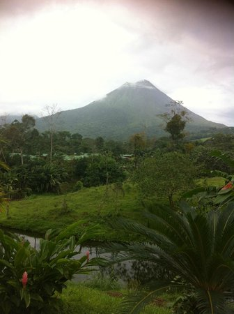 Arenal Manoa Hotel: View of the Arenal Volcano from our room