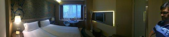 Sofitel Shanghai Hyland : window