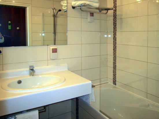 Hôtel Cala Di Sole : Il bagno non è recentissimo: dal WC emana odore di fognatura