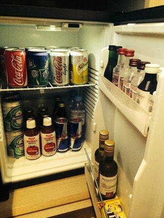 Sofitel Shanghai Hyland : refrigerator