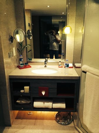 Sofitel Shanghai Hyland : washroom neat & clean
