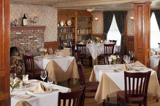 Friends Lake Inn: Main Dining Room