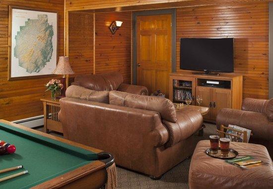 Friends Lake Inn: Common Area Pool Room
