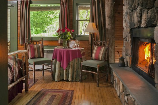 Friends Lake Inn: Adirondack style rooms