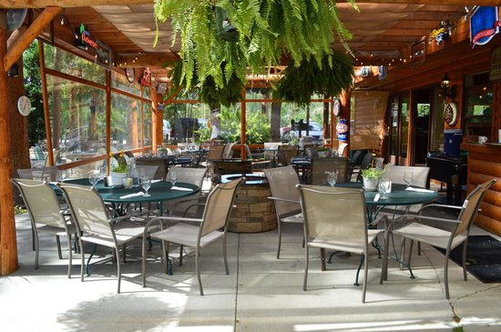Daven Haven Lodge & Cabins: The Patio